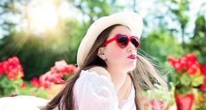 modne okulary, czerwone okulary