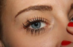 Oko z pięknymi długimi rzęsami