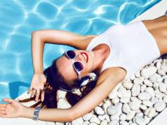 kobieta nad basenem